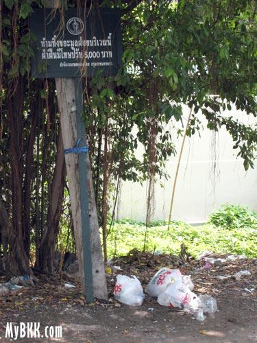 No Garbage Dumping Sign in Bangkok